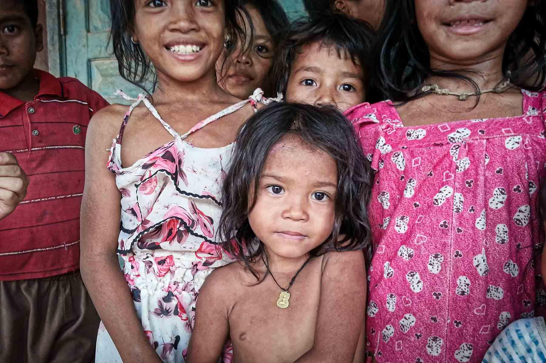 Nos volontaires interviennent dans un village au Cambodge, pour venir en aide à un enfant en situation de maltraitance grave