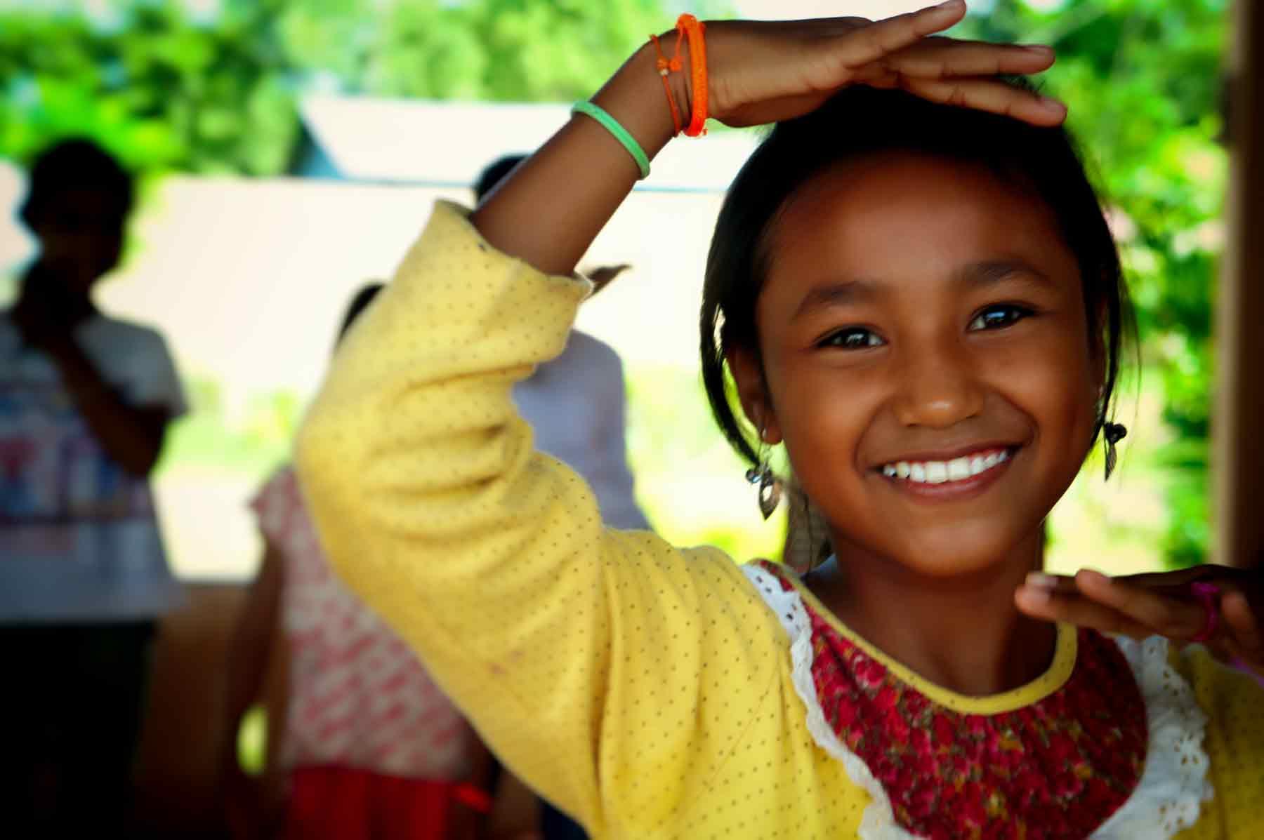 Ein junges kambodschanisches Mädchen spielt dank Ihrer Patenschaften in unserem Kinderschutzzentrum in Kambodscha.