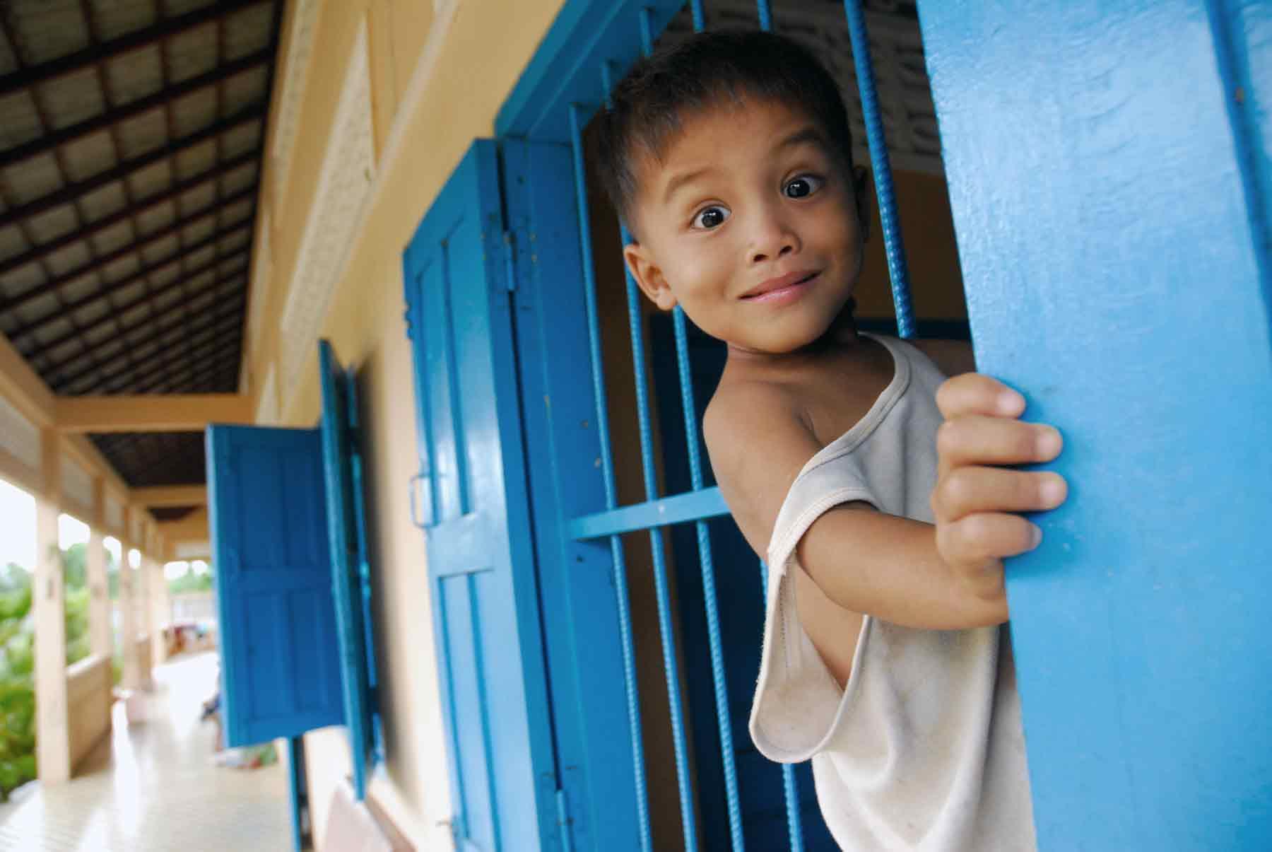Kambodschanischer Junge, der unter dem Schutz der NGO AVEC in Kambodscha lebt